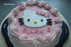 Kirsin keittiössä: Hello Kitty - kakku