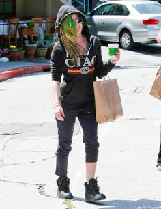 Brentwood - 24 Abril - 14 - AvrilPix Gallery - The best image, picture and photo gallery about Avril Lavigne - AvrilSpain.Com