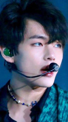 I'm dead ; Bts Namjoon, Kim Taehyung, Bts Bangtan Boy, Hoseok, Vmin, Taekook, Bts Memes, Yoonmin, Worldwide Handsome