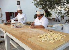#Puglia: indirizzi in #ValleDItria e #Murgia. Dove regna la #filosofia del mangiare bene uguale stare bene!  Su http://d.repubblica.it/cucina/2017/04/18/news/puglia_turismo_cosa_vedere_mangiare_ricette_pugliesi_ristoranti_vino_vacanze_enogastronomia-3496661/?refresh_ce