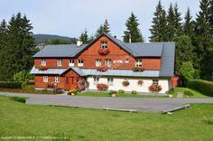 U Beranů to rodzinny pensjonat położony w malowniczym Harrachovie. Pensjonat oferuje atrakcyjne zniżki dla dzieci oraz oferty rabatowe na wyciągi i inne atrakcje: http://www.nocowanie.pl/czechy/noclegi/harrachow/pensjonaty/148650/ #CzechRepublic #Czechy #nocleg #architektura #Nocowaniepl