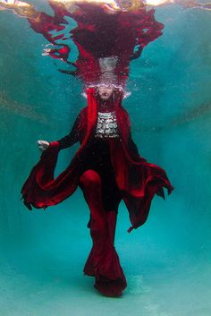 Underwater Fashion Photography – Kozyndan
