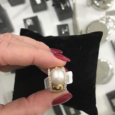 Just added a diamond band to each side of this gorgeous gold mane pearl ring  #diamonds #diamondstacker #diamondband #portfairyjeweller #leskesdiamondssparklemore #pearls #gold #portfairygetaway #greatoceanroad  #Regram via @loveleskesjewellers