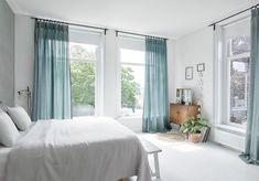 Heeft u een voorkeur voor een witte basis, pastellen en hout? Dan is een Scandinavisch interieur vast uw favoriete woonstijl. Deze interieurs hebben een lichte en frisse uitstraling, waar veel mensen van houden. Met een paar simpele ingrepen geeft u uw interieur een Scandinavische touch.