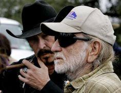 Kinky and Willie... gotta love 'em...