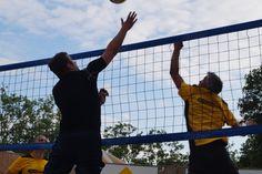 Spiel und Spaß am Nürnberger Stadtstrand: Beim traditionellen Beachvolleyballturnier kämpften vier Immowelt-Teams um jeden Punkt.  #immowelt #stadtstrand @sommerindercity #eineweltvollerzuhause #volleyball #volley #beachvolleyball #volleyballplayer #volleyballislife #ball #court #net #sport #fit #active #winning #win #gametime #ball #sand #fun #playing #nürnberg #match #volleyballturnier #sanduntermeinenfüssen #igers_nuernberg #fairplay