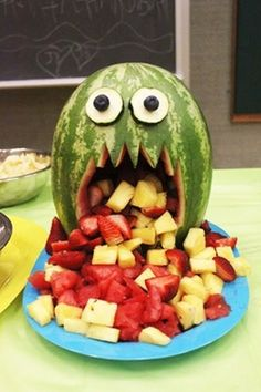 Vitamin-Ha – Fun with Fruit (26 Pics) I need to do this for halloween!