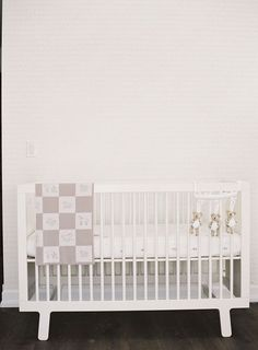 neutral   simple crib