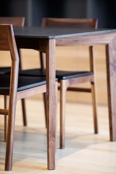 Kastella, dining table with chairs. Photo by Adrien Williams. Solid Wood Dining Table, Dining Table Design, Dining Table Chairs, Tables, Hardwood Furniture, Dining Furniture, Furniture Design, Diy Chair, Press Kit