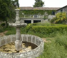 The pazo de Quintáns was acquired in 2006 by the Concello de Sanxenxo Villas, Old Stone Houses, Palace Garden, Fortification, Spain Travel, Abandoned Places, Horticulture, Future House, Fountain