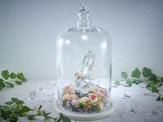 「シンデレラ」のガラスの靴をイメージしたアーティフィシャルフラワーアレンジメント(日比谷花壇)
