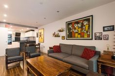 Brand new 2 bedroom 2 bathroom 900sqft apartment, tastefully decorated and furnished and located in Aldgate.