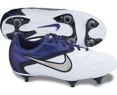 NIKE Junior CTR360 Libretto II SG Soccer Boots, White/Silver/Purple, J11.5 Nike. $39.73. Save 49%!