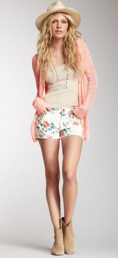 Floral shorts for lazy summer days #summerfashion