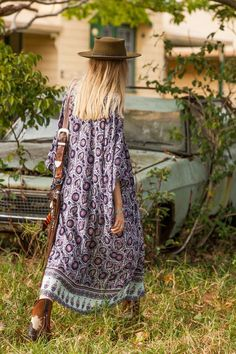 Sexy feminine long maxi dress kaftan gypsy style, boho chic modern hippie look. For the BEST Bohemian fashion trends FOLLOW http://www.pinterest.com/happygolicky/the-best-boho-chic-fashion-bohemian-jewelry-gypsy-/ now