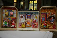 Dolly Pops.. Wow! I vaguely remember having one of these.  Wonder if they were the precursor to Polly Pockets