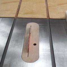 아마 테이블쏘를 아무 악세사리 없이 조기대(Ripping Fence) 하나만 놓고 쓰는 사람은 없을 것이다. 각자... Table Saw, Wood Carving, Diy And Crafts, Woodworking, Tools, Home Decor, Sierra, Wood Sculpture, Instruments