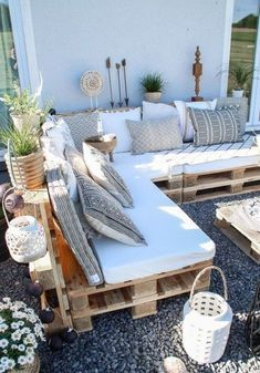 After 5 years it is finally here - the pallet lounge - lady-stil.de - Build your own pallet lounge, decorating ideas for the terrace and garden, Best Picture For decor - Pallet Lounge, Pallet Sofa, Pallet Couch Outdoor, Pallet Benches, Pallet Bank, Pallet Seating, Pallet Walls, Pallet Tv, Outdoor Cushions