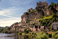 The picturesque hilltop village of Beynac-et-Cazenac is just one of the Dordogne's many gems! Find out more here: http://uk.rendezvousenfrance.com/en/dordogne#xtor=CS2-1005-[Post]-[Timeline]-[20150828]&xts=485699