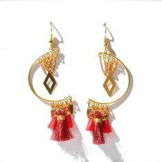 Boucles d'oreille demi cercle et losange doré, pompon rouge  -Bijoux ENORA-