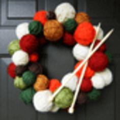 毛糸とリボンをまきつけるだけでできる♡手作りクリスマスリースの作り方