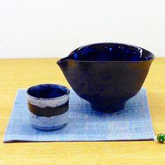 阪本健さん作 片口ぐい呑み 片口の表面の黒と中のブルーが深海を連想させる素敵な器です 何かむしゃくしゃした時はこの片口で日本酒やら焼酎呑んでお酒に溺れちゃいましょう笑 たまにはそんな日があってもいいですよね  #阪本健 #陶器 #器 #片口 #ぐい呑 #織部下北沢 #織部 #織部下北沢店 #陶器 #器 #ceramics #pottery #clay #craft #handmade #oribe #tableware #porcelain