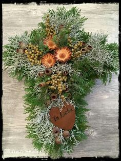 Kreuz Grave Decorations, Fall Decor, Holiday Decor, He Is Risen, Flower Arrangements, Christmas Wreaths, Autumn, Make It Yourself, Flowers