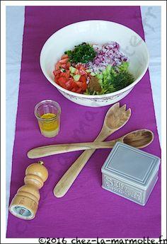 "La salade Baladi de Marion du blog ""Marmotte cuisine !"" inspirée du blog ""Maman... ça déborde !"" Salad, Recipe, Kitchens, Greedy People"