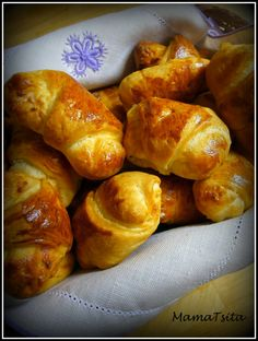 My mom's little croissants! Croissants, Piece Of Cakes, Greek Recipes, Smell Good, Pretzel Bites, I Foods, Kids Meals, Lunch Box, Appetizers