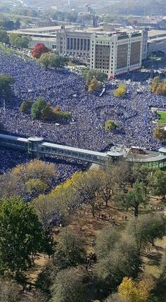 Royals World Series parade KC on Nov. Kansas City Missouri, Kansas City Royals, World Series Parade, Independence Missouri, Kc Royals Baseball, Baseball Wallpaper, Winners And Losers, University Of Kansas, Sports Wallpapers