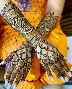 Trending Designer New Bridal Mehndi Designs 2020 For Hands And Feet Henna Hand Designs, Circle Mehndi Designs, Mehndi Designs Finger, Rose Mehndi Designs, Mehndi Designs 2018, Mehndi Designs For Girls, Mehndi Design Photos, Unique Mehndi Designs, Tattoo Designs