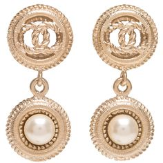 Pre-Owned Chanel Light Gold Logo And Pearl Drop Pierced Earrings ($950) ❤ liked on Polyvore featuring jewelry, earrings, gold, chanel, pre owned jewelry, earrings jewelry, logo jewelry and baroque pearl drop earrings