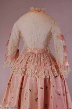 1850s jacket in very good needlerun figured tulle, trimmed with bobbin lace and pink silk satin ribbon run through pockets in the tulle and applied as bows. ModeMuseum Provincie Antwerpen.