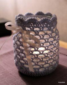 Hekla lykter Crochet Vase, Thread Crochet, Diy Crochet, Crochet Crafts, Yarn Crafts, Crochet Projects, Diy And Crafts, Mason Jar Crafts, Mason Jars