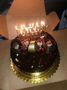 Happy Birthday Mom Cake, Birthday Bash, Girl Birthday, Food Snapchat, Instagram And Snapchat, Sewing Cake, Birthday Prayer, 2 Layer Cakes, Smoke Pictures