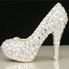 Can not rock off this cinderella wedding shoes,even i am not this bridal, but i still want to own one, so pretty fine made rhinestone heels.