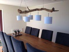 Lampe de plafond avec six lumières, fabrique de vieux tronc de chêne patiné.