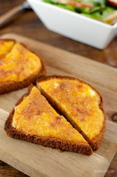 Delicious Simple Syn Free Cheesy Toast with a mixed salad - a perfect simple lunch. Who doesn't love cheese on toast? Slimming World Snacks, Slimming World Breakfast, Slimming World Recipes Syn Free, Slimming Eats, Cheesy Toast Recipe, Sw Meals, Speed Foods, Low Calorie Recipes, Weight Watchers Meals
