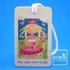 Identificateur de sac Princesse Sarah - étiquette de voyage - accessoire en bois - fait au Québec - Création originale de la boutique MabieEcodesign sur Etsy