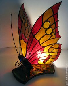 New diy lamp glass candle holders ideas Stained Glass Lamps, Stained Glass Projects, Stained Glass Patterns, Mosaic Glass, Tadelakt, Glass Butterfly, Led Lampe, Unique Lighting, Glass Candle Holders