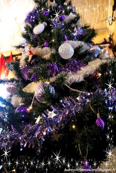 Purple and white christmas tree Sapin de noël violet et blanc. Visit our Christmas blog on audreychristmascarol.blogspot.fr #christmas tree #white and purple