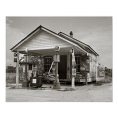 A country general store and filling station owned by a tobacco farmer. Vintage Photos, Old Photos, Old Country Stores, Old General Stores, Filling Station, Old Gas Stations, Gas Pumps, Custom Posters, Outdoor Structures