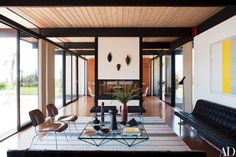 At a Malibu home restored and decorated by BoydDesign, prized vintage pieces balance the living room, including 1946 Eames rosewood chairs for Herman Miller, a 1981 Paolo Piva cocktail table and a mid-century Laverne leather and chrome sofa. Mid Century Modern Living Room, Mid Century Modern Decor, Living Room Modern, Mid Century Design, Living Rooms, Architectural Digest, Midcentury Modern, Modern Interior Design, Modern Interiors