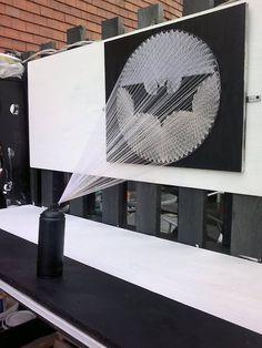 A Bat-Signal Made from Strings and Nails Hilograma Ideas, Craft Ideas, Nananana Batman, Thread Art, Spray Can, Geek Art, Halloween Art, Bat Signal, Diy Art