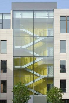 Stairs Architecture, Cultural Architecture, School Architecture, Architecture Details, Mix Use Building, House Front Design, Glass Facades, Building Facade, Facade House