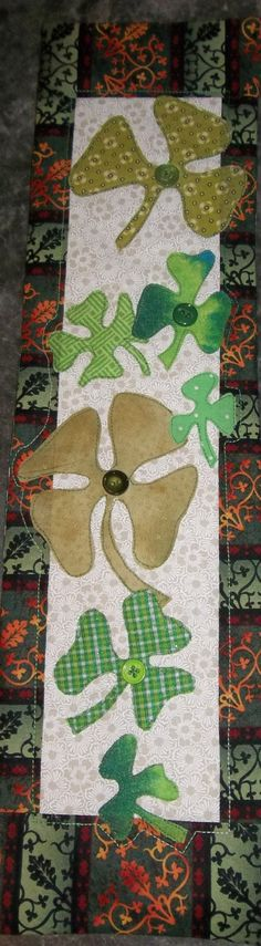 St Patricks Day Shamrocks Wallhanging or Door Banner with lots of green Shamrocks with scroll border by TriciasQuilts on Etsy