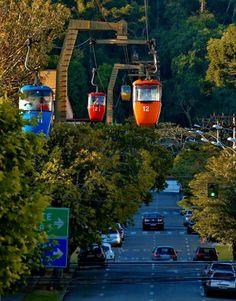 Poços de Caldas em Minas Gerais. Cidade gostosa, bem familiar, com muitos pontos turísticos, como recanto japonês, pedra balão, teleférico, entre outros...