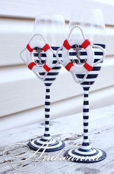 Авторские свадебные бокалы «Круиз» стоимость 800грн; (в любом цвете, декор – спасательный круг, морская звезда, штурвал – на Ваш выбор). Полностью ручная работа!