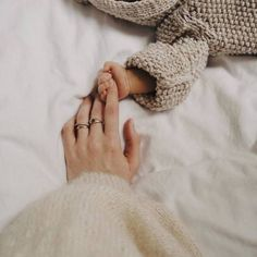 Shared by Katerina. Find images and videos about love, life and sweet on We Heart It - the app to get lost in what you love. Newborn Baby Photos, Newborn Shoot, Newborn Baby Photography, Newborn Pictures, Newborn Baby Gifts, Cute Little Baby, Baby Love, Cute Babies, Baby Momma