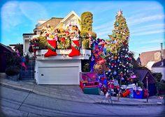 casa Tom e Jerry  a San Francisco dove i suoi inquilini hanno appeso due enormi calze lunghe otto metri. tratta da: http://blog.globocase.com/stranezze/case-ornate-festa-per-accogliere-il-2014